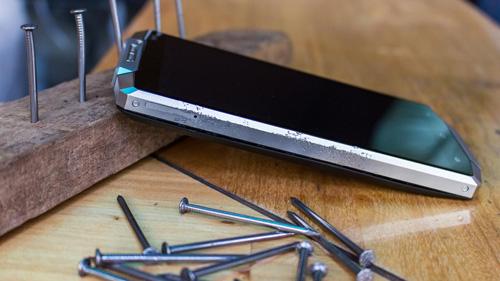 Điện thoại pin 10000 mAh dành cho phái mạnh - 2
