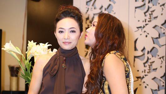 """Phi Thanh Vân ủng hộ Tinna Tình ra MV về scandal """"Mặt nạ máu"""""""