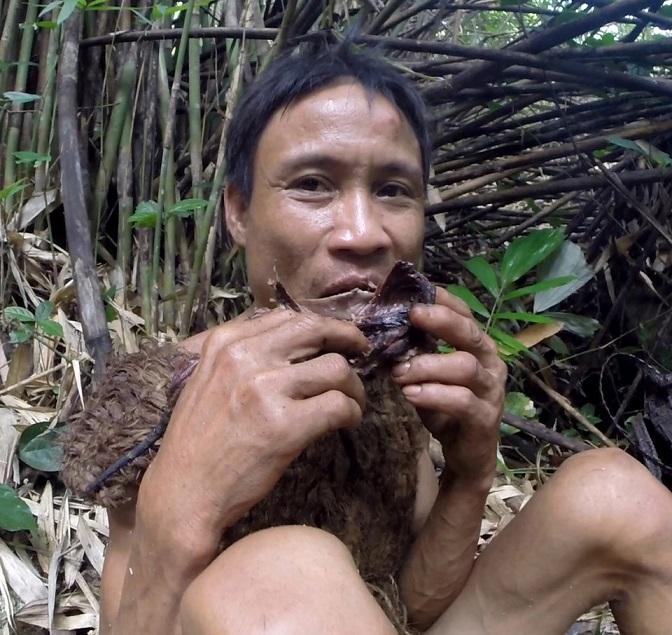 """""""Người rừng"""" Hồ Văn Lang khiến báo nước ngoài phát sốt - 6"""