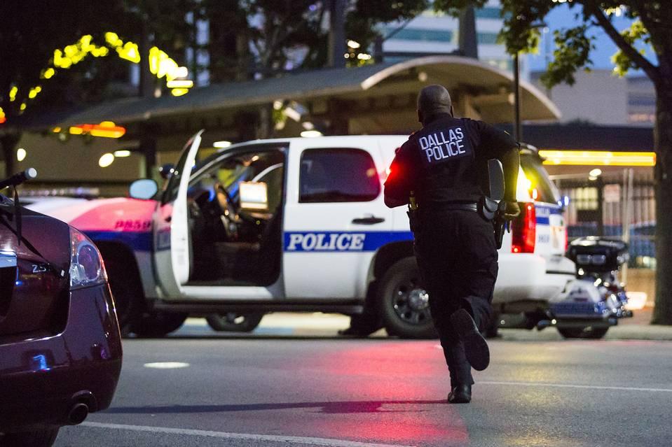 Bắn tỉa chết 5 cảnh sát Mỹ: Để giết người da trắng! - 5