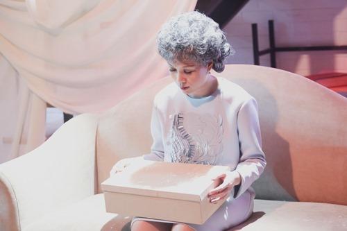 Mỹ Tâm hóa bà lão già nua trong MV mới - 2