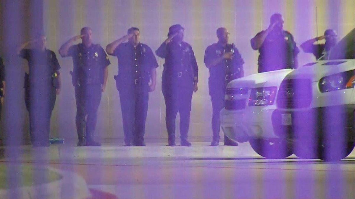 Bắn tỉa chết 5 cảnh sát Mỹ: Để giết người da trắng! - 3