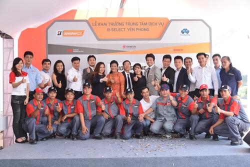 Bridgestone lăn bánh an toàn tại TP.HCM thu hút 200 khách tham gia - 1