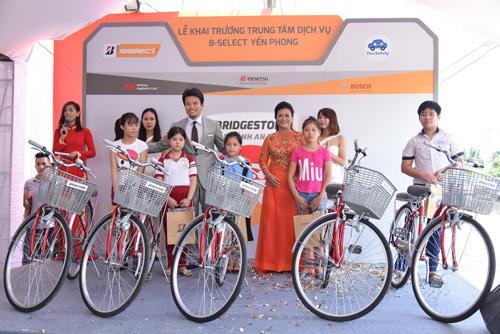 Bridgestone lăn bánh an toàn tại TP.HCM thu hút 200 khách tham gia - 3