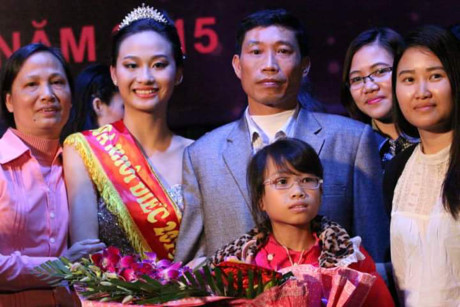 Tiệc bể bơi sôi động của dàn thí sinh Hoa hậu Điếc - 11