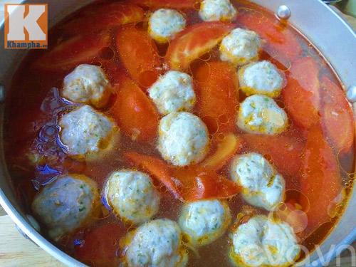 Canh chua chả cá dọc mùng tốn cơm vô cùng - 4