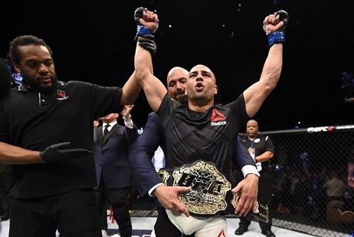"""UFC: Tung đòn """"đầu gối bay"""" hạ ngay nhà vô địch - 2"""