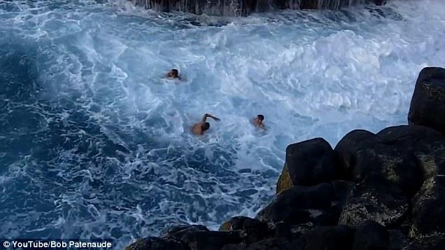 """Video: Mạo hiểm tìm cảm giác mạnh tại """"bể bơi tử thần"""" - 2"""