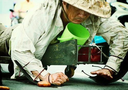 Choáng với cảnh nghèo đói của sao Việt trên màn ảnh - 2