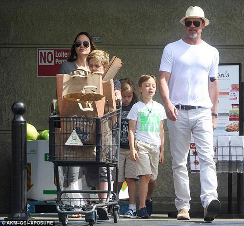 Vợ chồng Angelina Jolie đoàn tụ, phá tan tin đồn ly hôn - 1