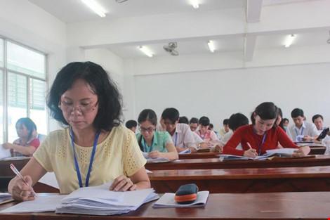 Hình ảnh giám khảo chấm những bài thi THPT đầu tiên - 1