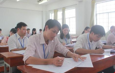 Hình ảnh giám khảo chấm những bài thi THPT đầu tiên - 2