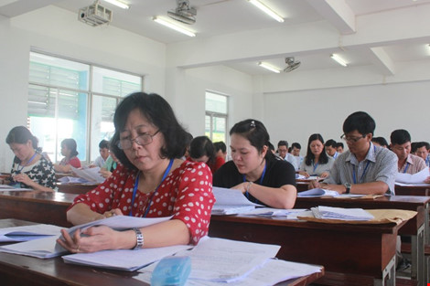Hình ảnh giám khảo chấm những bài thi THPT đầu tiên - 3