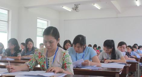 Hình ảnh giám khảo chấm những bài thi THPT đầu tiên - 4