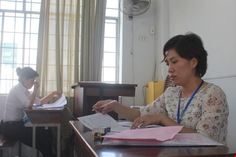 Hình ảnh giám khảo chấm những bài thi THPT đầu tiên - 6