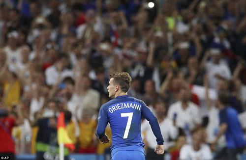 Griezmann: Đừng ví với CR7, hãy so sánh với Messi - 1