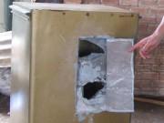 An ninh Xã hội - Nhốt con chủ nhà, trộm đục két sắt lấy hơn 200 triệu đồng