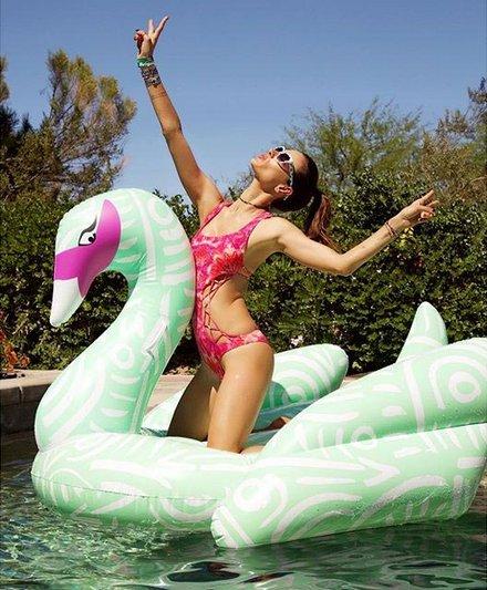 5 thiên thần nội y bày cách đẹp hoàn hảo với bikini - 3