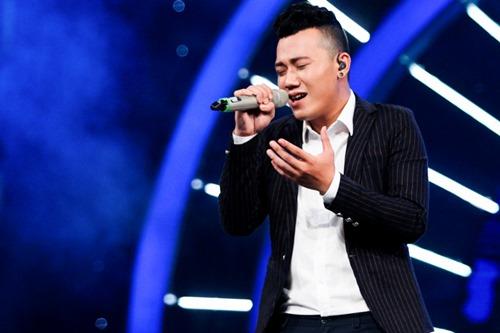 """""""Chàng trai bán bún bò"""" gây ấn tượng trên sân khấu Vietnam Idol - 1"""