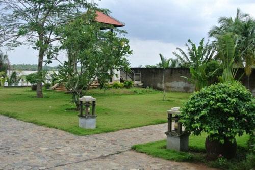 Dinh thự gỗ quý như cung điện của MC Thu Hương - 7