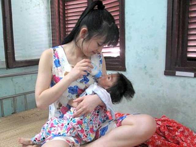 Cô gái 9X xinh đẹp và hành trình cứu bé 14 tháng nặng 3,5kg - 1