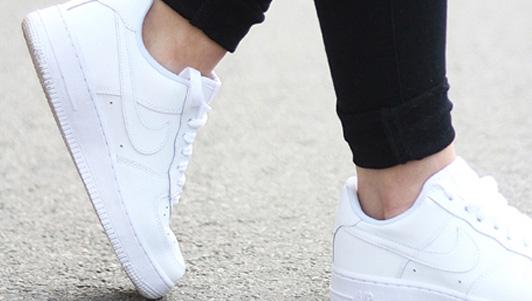 """Chiêu """"độc"""" làm giày cũ trở nên trắng tinh dễ và nhanh - 1"""