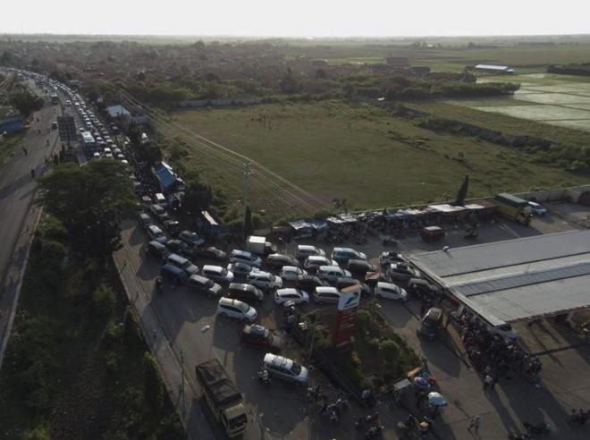 Indonesia: 3 ngày tắc đường liên tiếp, 12 người chết - 2