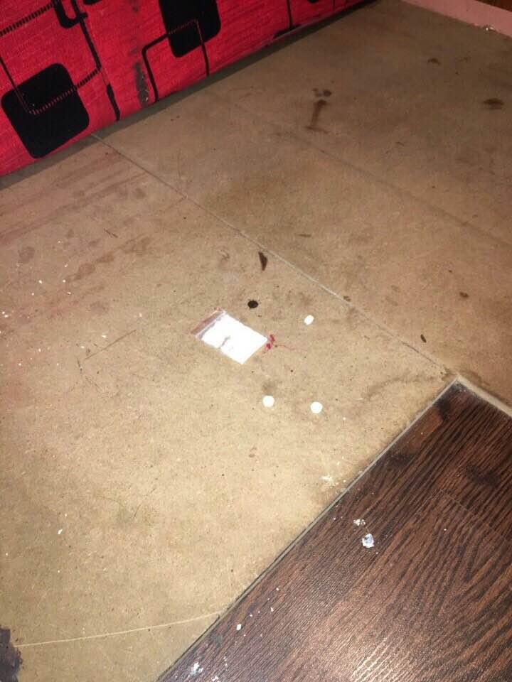 """""""Dân chơi"""" lắc lư giữa làn khói ma túy ở quán karaoke - 3"""