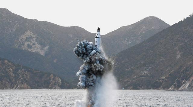 Triều Tiên bắn tên lửa đạn đạo từ tàu ngầm, rơi sau 30km - 1