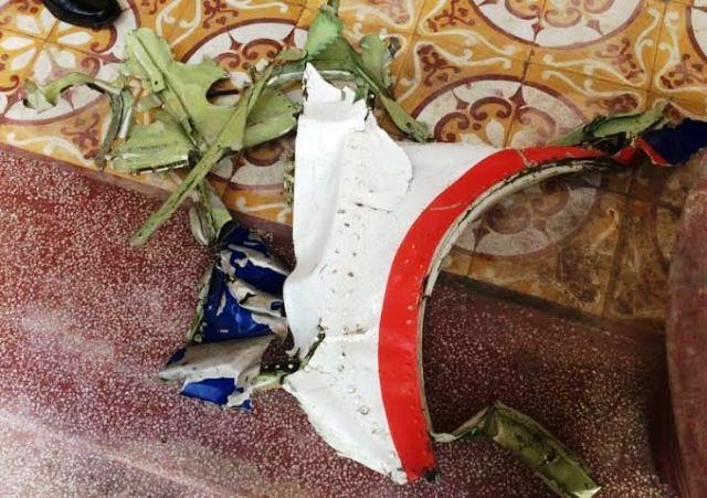 Ngư dân vớt được ví và nhiều mảnh vỡ nghi của CASA-212 - 2