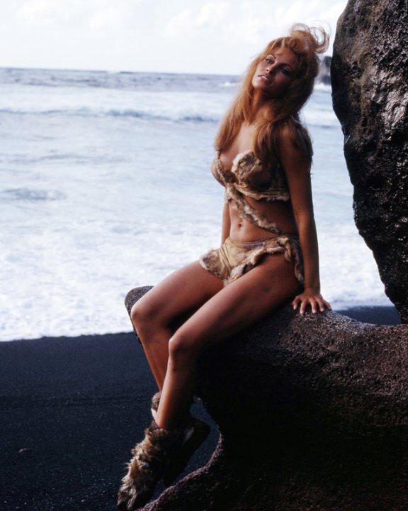 Bất ngờ với cảnh phim bikini đẹp nhất mọi thời đại - 11