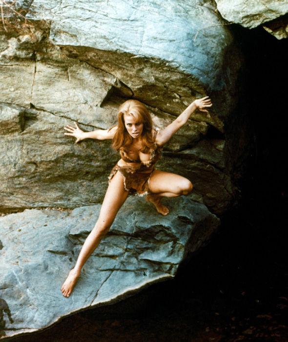 Bất ngờ với cảnh phim bikini đẹp nhất mọi thời đại - 9