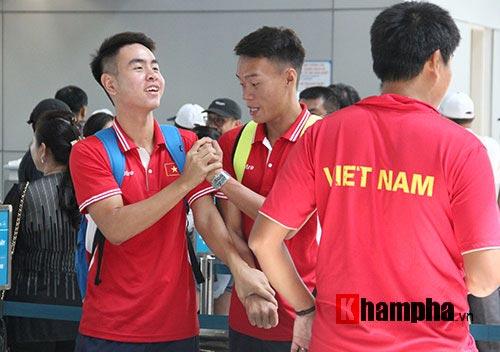 """Nhận lì xì đỏ, Hoàng Nam – Hoàng Thiên tự tin """"chiến"""" Thái Lan - 3"""