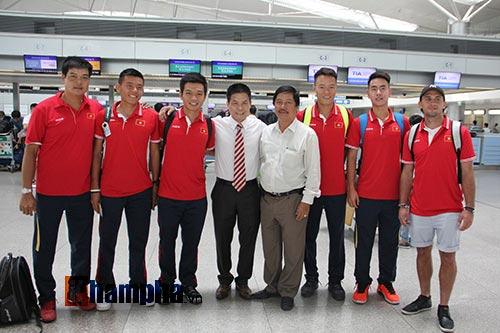 """Nhận lì xì đỏ, Hoàng Nam – Hoàng Thiên tự tin """"chiến"""" Thái Lan - 5"""