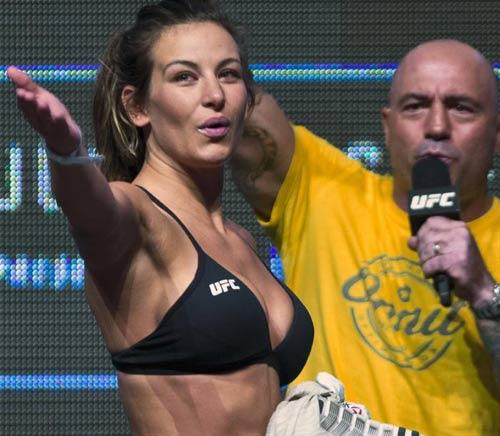UFC 200: Kiều nữ khỏa thân mới đủ cân thi đấu - 4