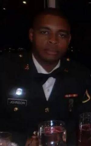 Điều khó giải thích về kẻ bắn tỉa chết 5 cảnh sát Mỹ - 4