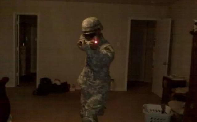 Điều khó giải thích về kẻ bắn tỉa chết 5 cảnh sát Mỹ - 3