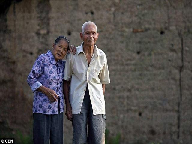Cặp vợ chồng TQ hơn trăm tuổi yêu nhau 96 năm không chán - 1