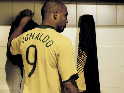"""Nếu vô địch Euro, Ronaldo cũng vĩ đại như Ro """"béo"""" - 2"""