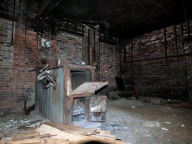 Ám ảnh nhà tang lễ bị bỏ hoang ở Mỹ - 5