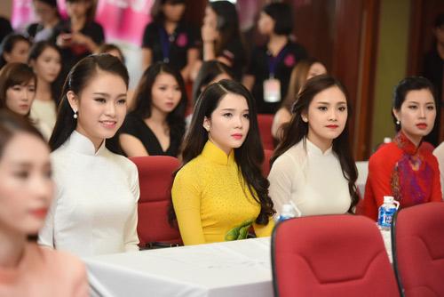Dàn thiếu nữ xinh đẹp quy tụ ở sơ khảo Hoa hậu VN - 13