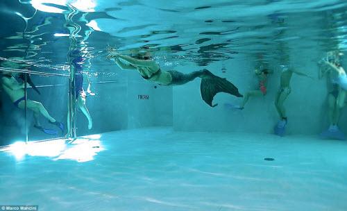 Khám phá bể bơi sâu nhất thế giới, bằng tòa nhà 14 tầng - 5