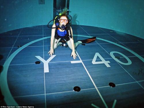 Khám phá bể bơi sâu nhất thế giới, bằng tòa nhà 14 tầng - 6