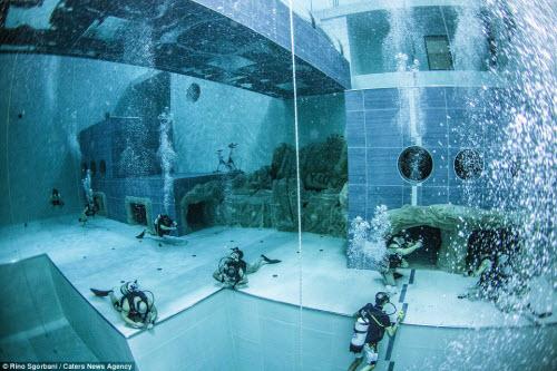 Khám phá bể bơi sâu nhất thế giới, bằng tòa nhà 14 tầng - 8