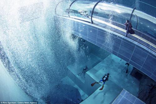 Khám phá bể bơi sâu nhất thế giới, bằng tòa nhà 14 tầng - 9