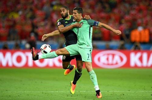 Chung kết Euro: Ronaldo có thể tái hiện màn cầu may - 1