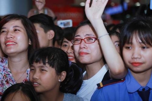 Fan khóc hết nước mắt trong show diễn cuối của 365 - 5