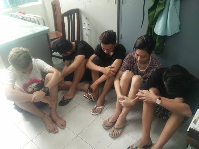 Bắt nhóm tuổi teen ẩu đả kinh hoàng giữa TPHCM - 1