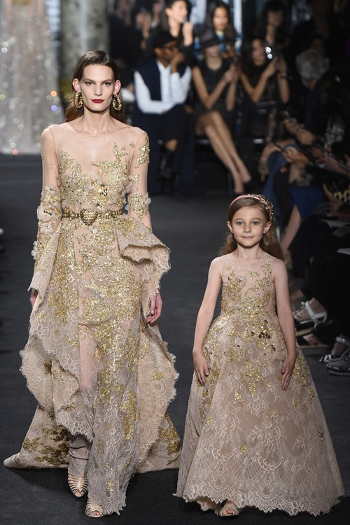 Elie Saab trình làng các mẫu váy lộng lẫy cho mẹ và bé - 3