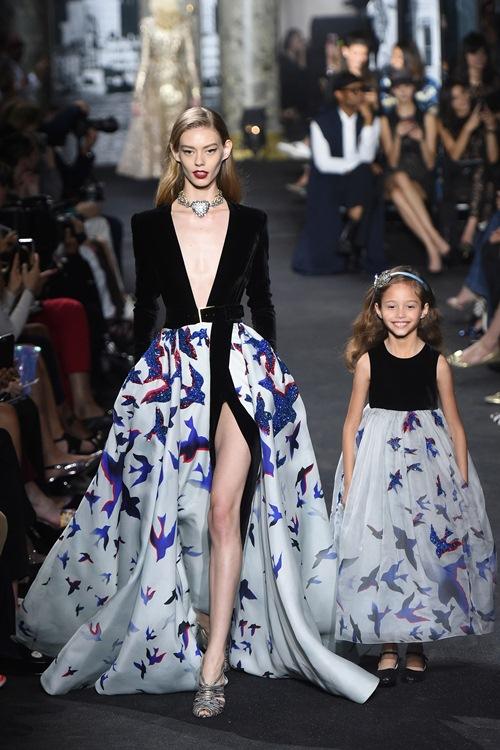 Elie Saab trình làng các mẫu váy lộng lẫy cho mẹ và bé - 2